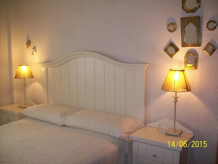 Habitación doble con baño privado en Madrid