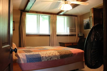 Room for 2 in Log Cabin - Pittsburgh - Cabin