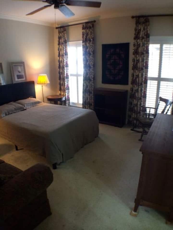 Large En Suite Bedroom Utilities Included