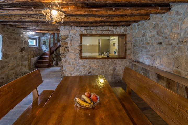 Stara kuca Estate- Old house with pool Barba
