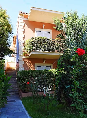 Ground floor apartment,300m. from the beach