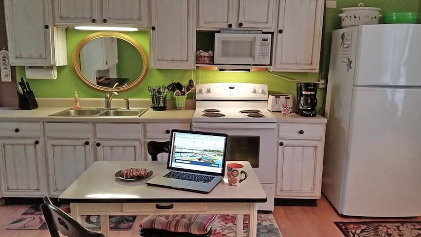 Fully equipped, cheerful kitchen.