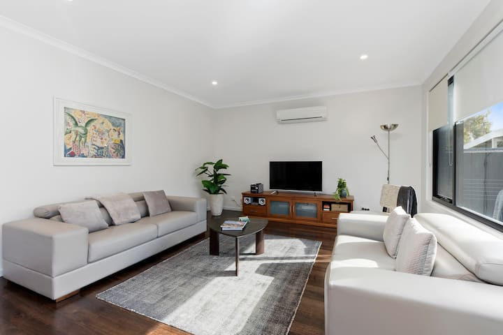 Contemporary CBD Townhouse at Norfolk