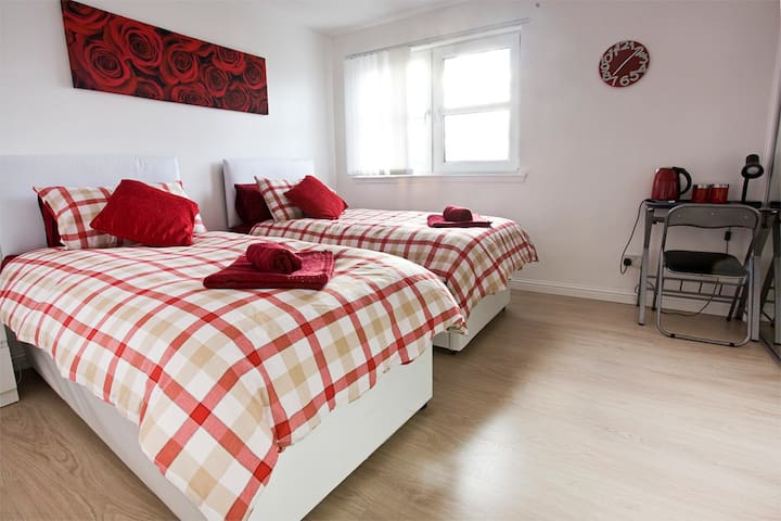 Lovely twin room with private bathroom - Edimburg