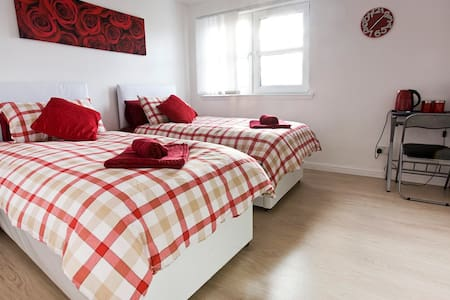 Lovely twin room with private bathroom - Edinburgh - Ev