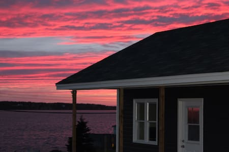 Cottage just steps from the Sea! - Green's Harbour