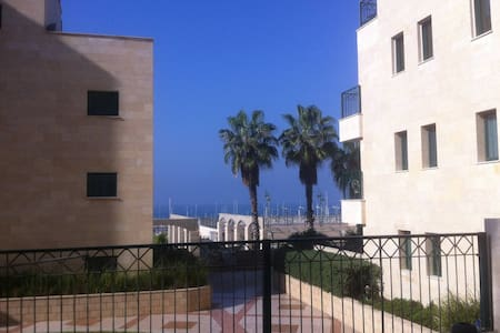 Right on the beach  comfortable well equipped room - Ashkelon - 公寓