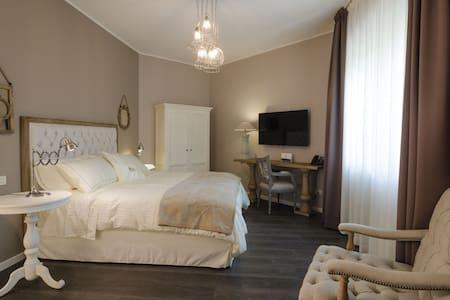 Elegante camera superior con bagno - Azzano San Paolo