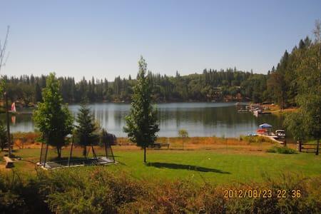 Gorgeous Lakeside Estate - 어번(Auburn) - 단독주택