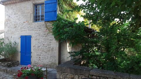 La maison aux volets bleus de Bruniquel