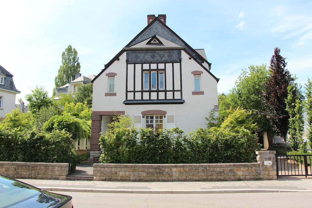 Large detached house with garden houses for rent in for Luxembourg homes