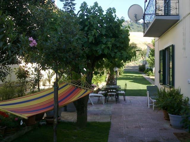 Casa mare in campagna con giardino - gissi - Hus