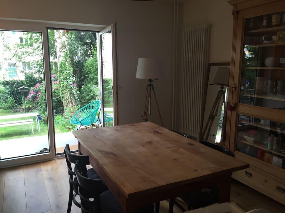 sch ne wohnung mit garten top lage apartments for rent. Black Bedroom Furniture Sets. Home Design Ideas