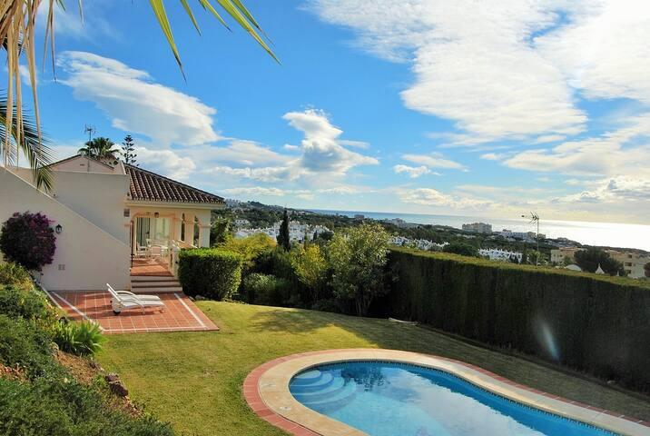 Villa con piscina con vistas al mar - มิจาส - วิลล่า