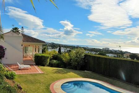 Villa con piscina con vistas al mar - Mijas