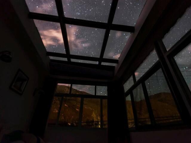 星空房夜间面貌