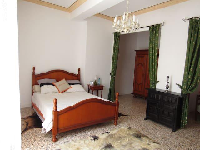 Chambre romantique 45m2 - Ferrals-les-Corbières - Haus