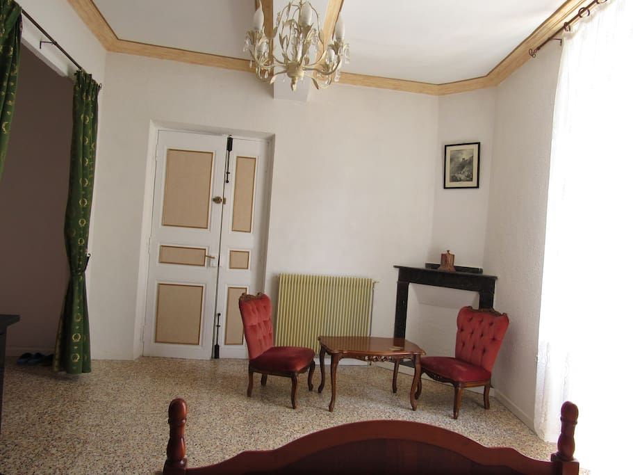 Chambre romantique 45m2 maisons louer ferrals les for Chambre couple romantique