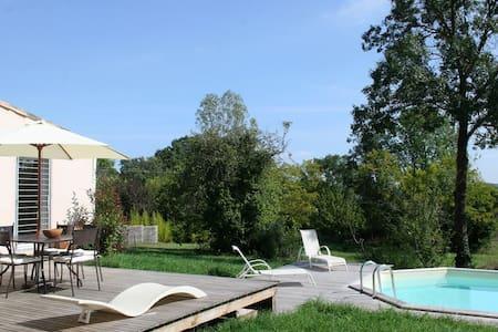 villa d'architecte  sur 2 hectares. - Servas