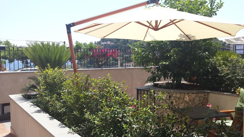 I colori di Taormina- Appartamento  - Taormina - Departamento