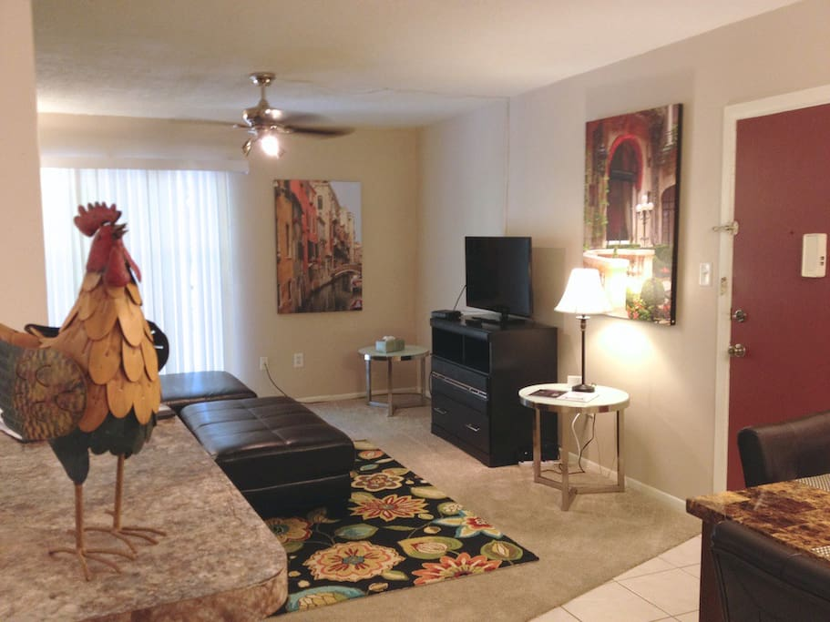 Comfortable living area with TV, cable, wifi.