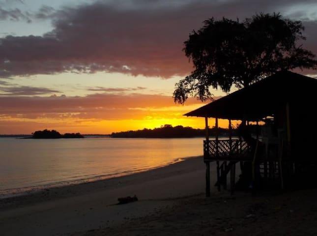 Casa na Praia do chapéu virado, com churrasqueria