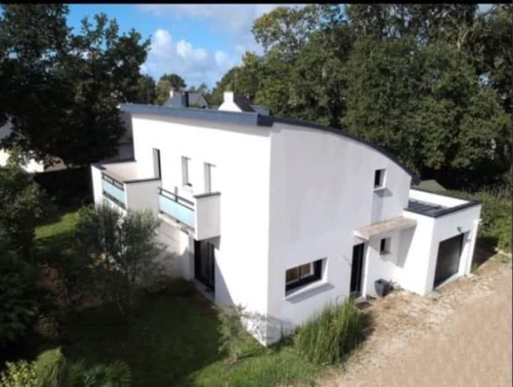 Villa individuelle et moderne, grand jardin clos