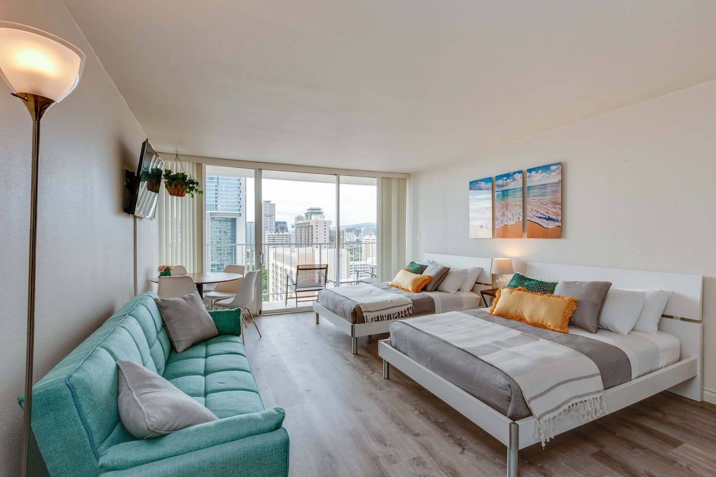 Spectacular studio(392 Sqft Liv. & 56 Sqft Lanai) located in the heart of Waikiki. Renovated clean unit with a window AC, 2 full size beds & 1 full size sofa bed to accommodate up to 6 guests! Free assigned parking is a big plus in Waikiki!
