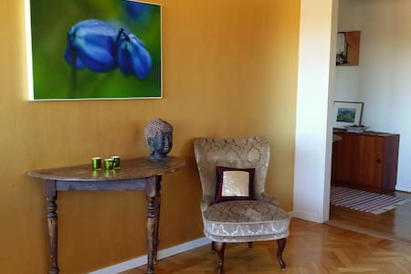 Lovely room close to both downtown and nature - Gotemburgo - Apartamento