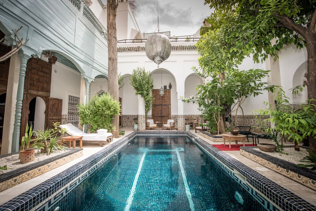 Riad typique piscine marrakech maisons louer for Riad piscine privee marrakech
