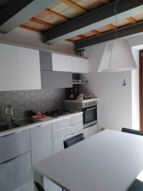 Apartamento renovado no centro de Jesi