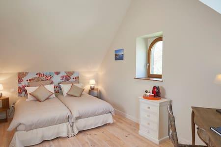 Odet's Bedroom, on the first floor - Melgven - Bed & Breakfast