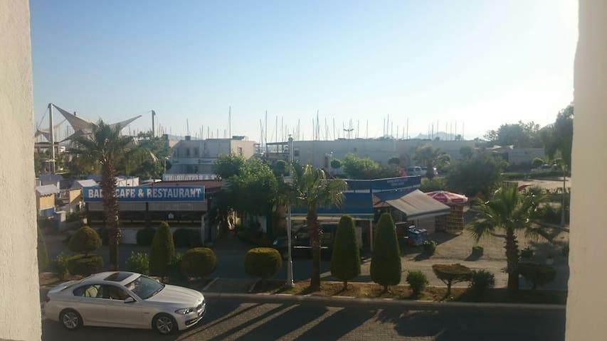 Both home, I use both as office Bod - Yalı Belediyesi - Hus