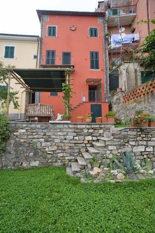 Magnifica casa terra tetto  - Calice Al Cornoviglio - บ้าน