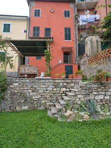 Magnifica casa terra tetto  - Calice Al Cornoviglio