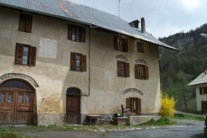Ferme à la montagne - Saint-Paul-sur-Ubaye