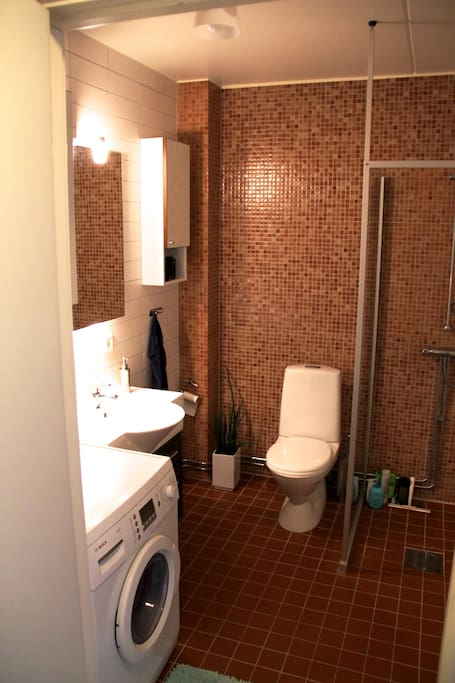 Big bathroom with combined washer and dryer