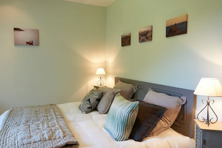 Laïta's Bedroom, on the first floor - Melgven - Bed & Breakfast
