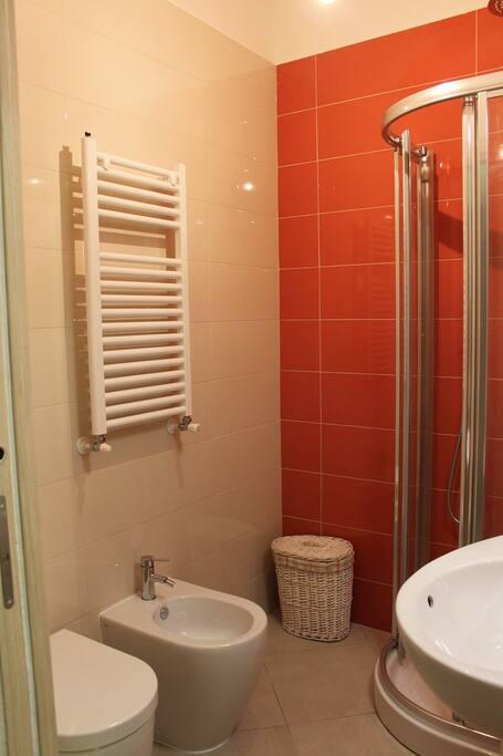 bagno ad uso esclusivo con doccia