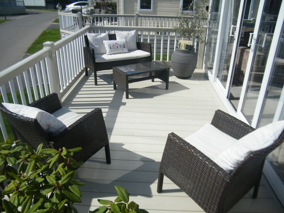 Large decking area to front to enjoy the sun and a glass of wine.