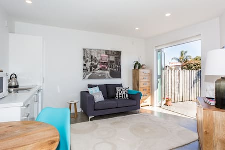 Modern & Sunny In Best Ahuriri Location