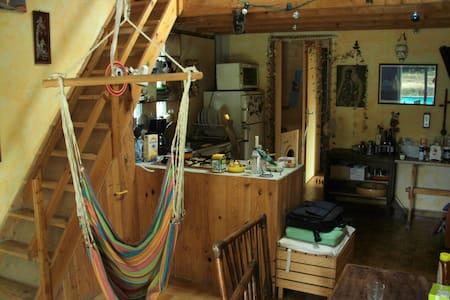 chambre claire style chalet - Pierrefeu-du-Var - บ้าน