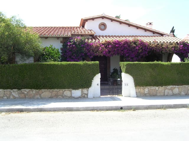 Quiet House, delightful and confort with free wifi - Mont-roig del Camp - House