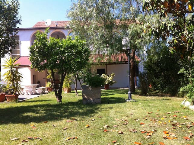 Mare e confort nel verde - Villa Rosa - Byt