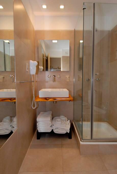 Banho con ducha - Base del Cerro Catedral