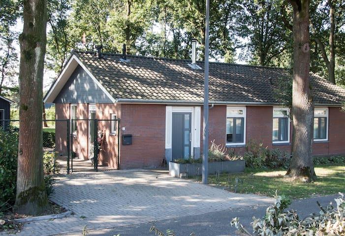 Mooie slaapkamer in landelijke B&B, breda (Galder) - Breda - Bed & Breakfast
