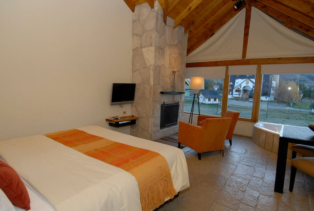 King size bed in Cerro Catedral - Jacuzzi Apartments