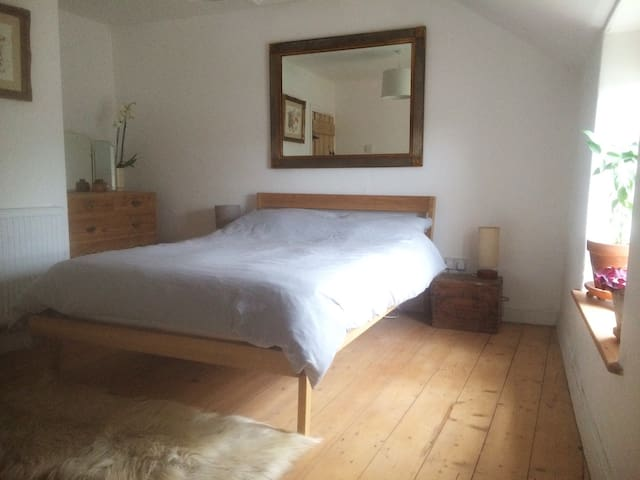 Beautiful double room in miners cottage - Carn Brea - Rumah
