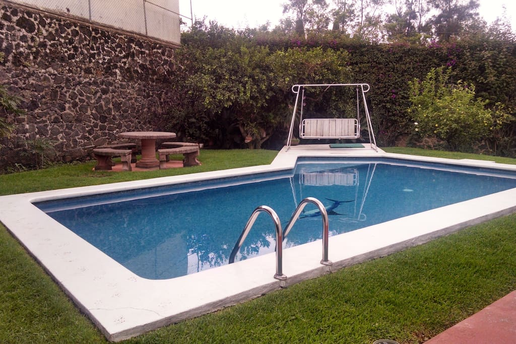 La alberca. Agua fresca, sin calefacción / The beautiful pool, without warming