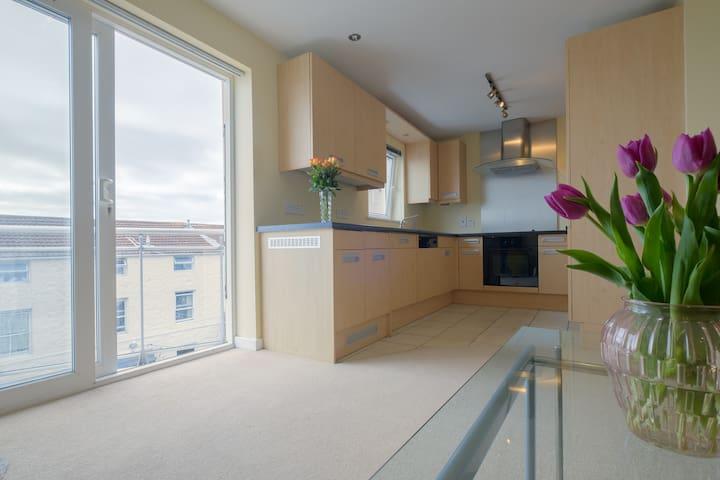 2 Bedroom Modern City Centre - Saint Peter Port - Квартира